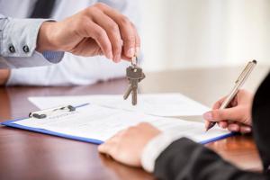 Продажа и обмен квартир, комнат и долей